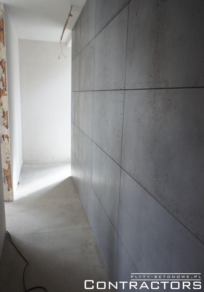 Ściana Przy Schodach Biegnąca Przez Dwie Kondygnacje